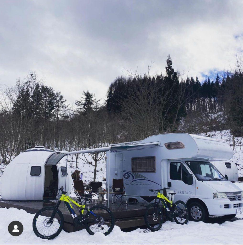 雪山のイージードームハウス